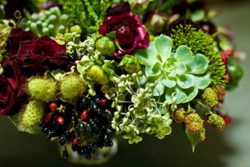 Succulent-texture-and-burgundy-flowers-in-cone-shaped-vase-detail-1-Françoise-Weeks